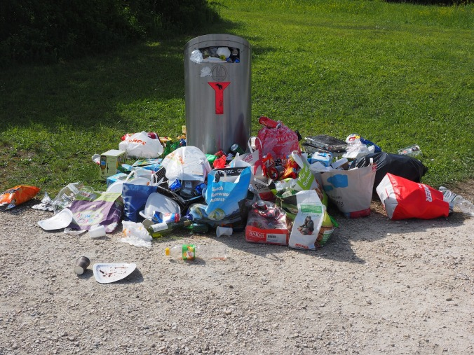 garbage-can-1260832_1920